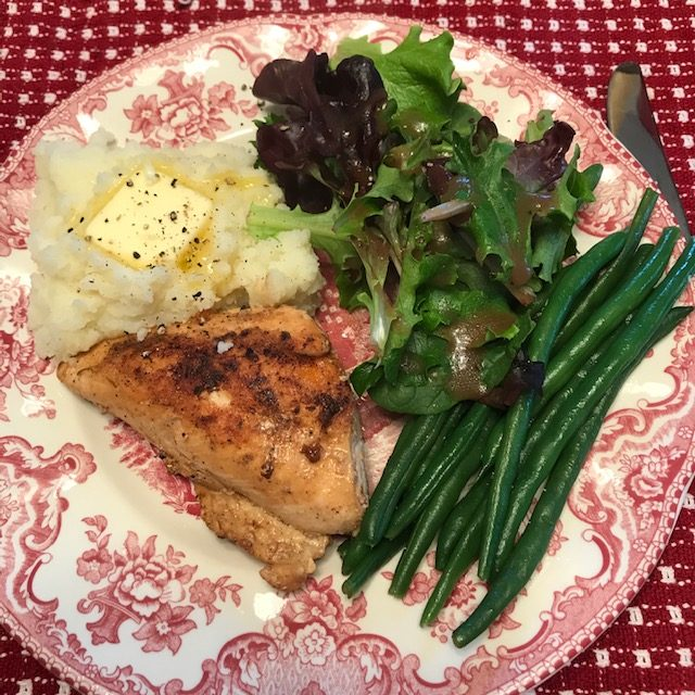 chicken, mashed potatoes, green beans, salad